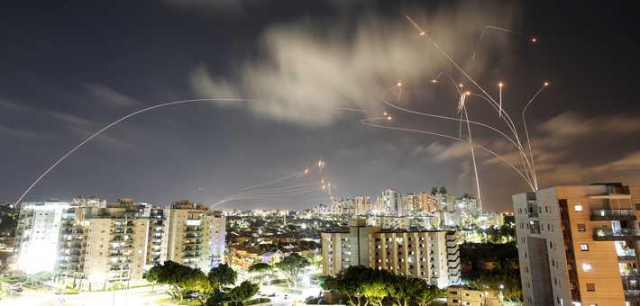 صواريخ حماس والقبة الحديدية.. نيويورك تايمز تكشف سر عدد الهجمات ''غير المسبوقة'' من غزة على إسرائيل..